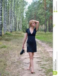 walking-shoes-hand-26233318